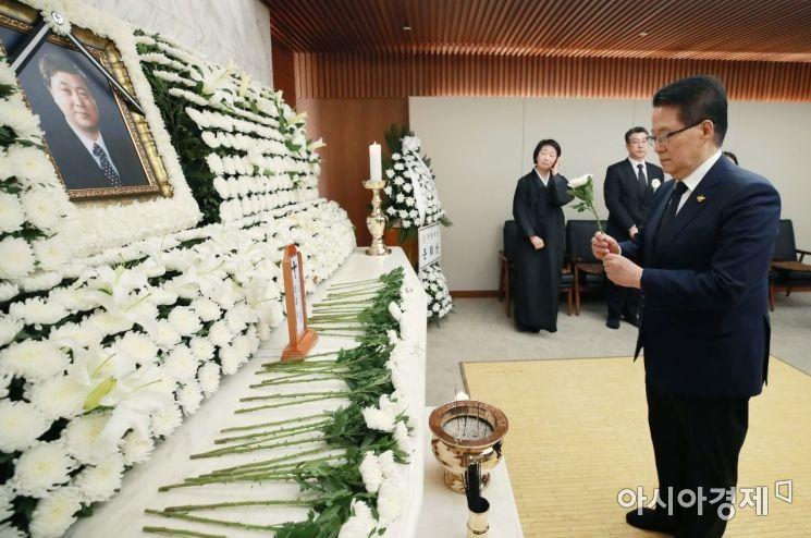 [포토] 고 김홍일 전 의원 조문하는 박지원 의원