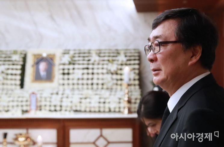 [포토] 조문객 맞이하는 김홍업 전 의원