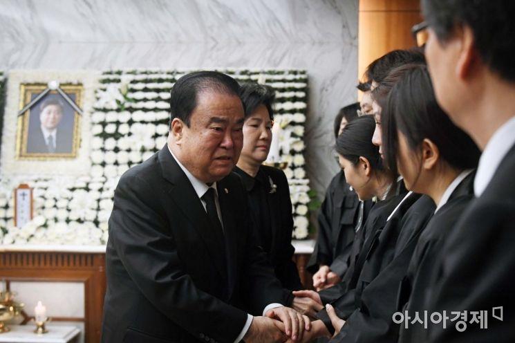 [포토] 유족 위로하는 문희상 국회의장