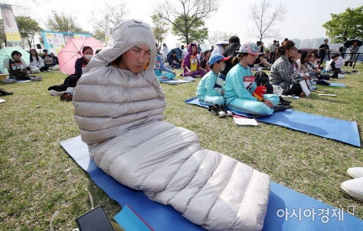 [포토] 침낭 덮어쓴 참가자