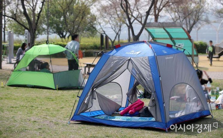 [포토] 한강공원 '밀실'텐트 과태료 100만원