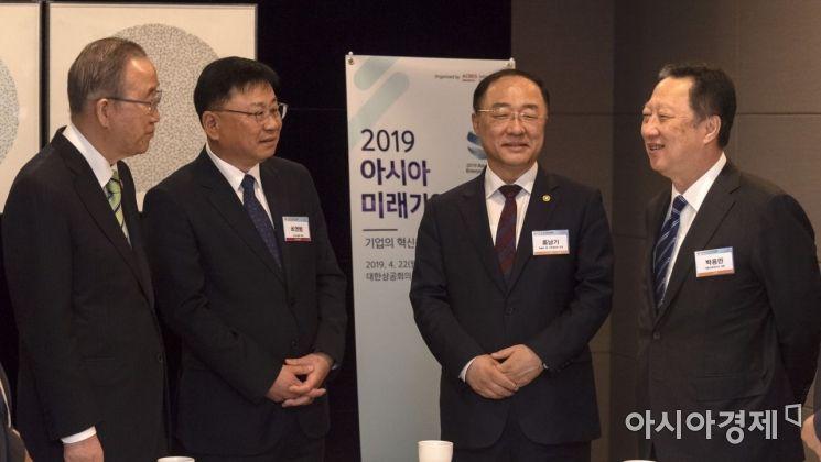 [포토] 아시아미래기업포럼 참석한 홍남기 부총리
