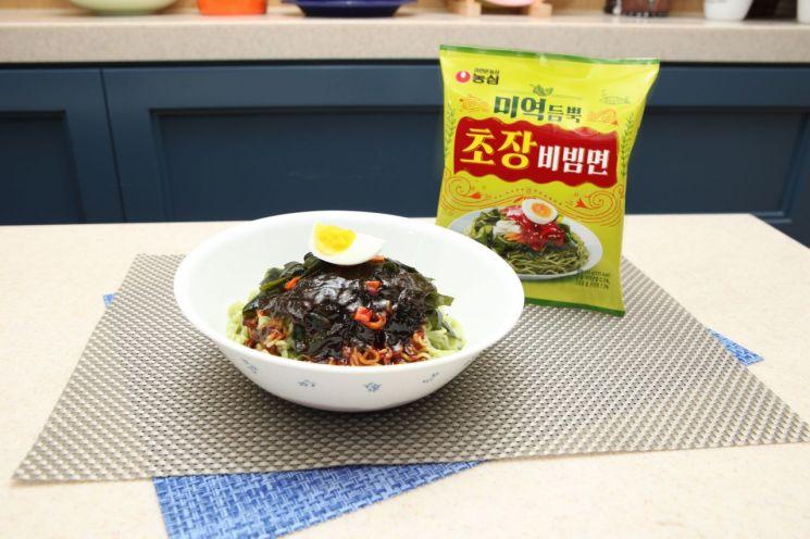 입안 가득 싱싱한 미역의 향연, 농심 '미역듬뿍 초장비빔면'