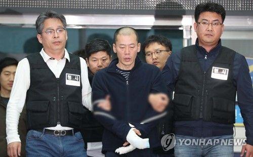 지난 17일 진주 아파트 방화·살인 혐의로 구속된 안인득(42)/사진=연합뉴스