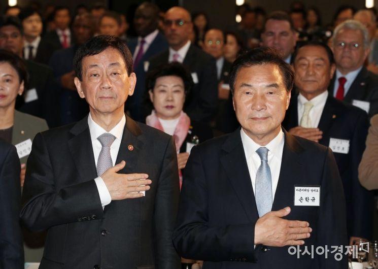 [포토]새마을의 날 기념식 참석한 진영·손학규