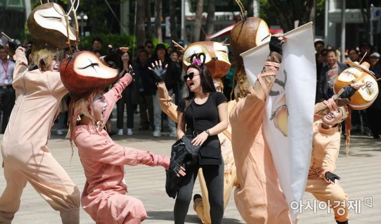 [포토]'서울광장에 문화가 흐른다'