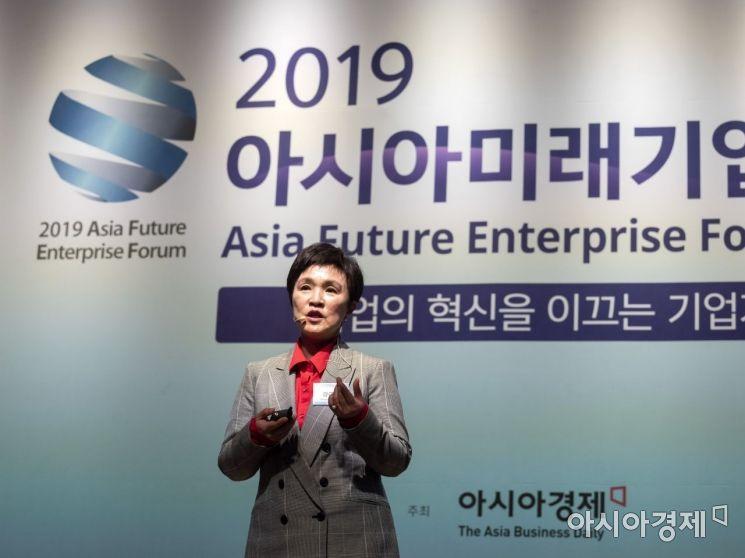 강금실 법무법인 원 대표변호사-전 법무부 장관이 22일 서울 중구 대한상공회의소에서 열린 '2019 아시아미래기업포럼'에서 '기업이 미래다'라는 주제로 클로징 기조강연을 하고 있다./윤동주 기자 doso7@