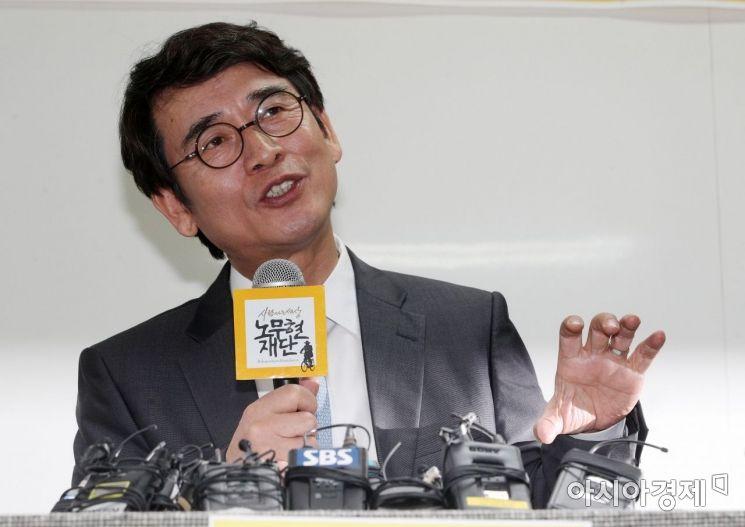 [포토] 기자회견하는 유시민 이사장