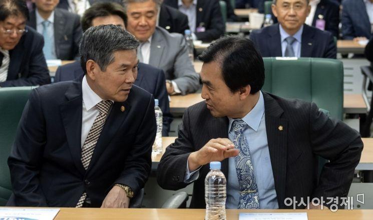 [포토] 국회 토론회 참석한 정경두 장관