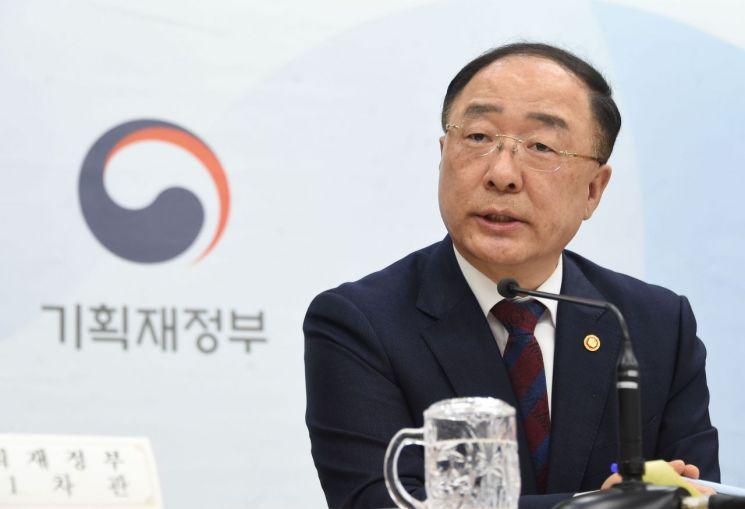 홍남기 부총리 겸 기획재정부 장관이 22일 정부세종청사에서 열린 추가경정예산안 사전브리핑에서 모두발언을 하고 있다.