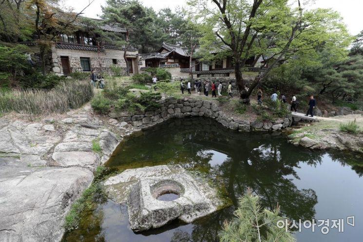 200년 넘게 닫혀 있던 성락원이 23일 문을 열였다. 성락원은 '도성 밖 자연의 아름다움을 누리는 정원'이라는 의미다. /문호남 기자 munonam@