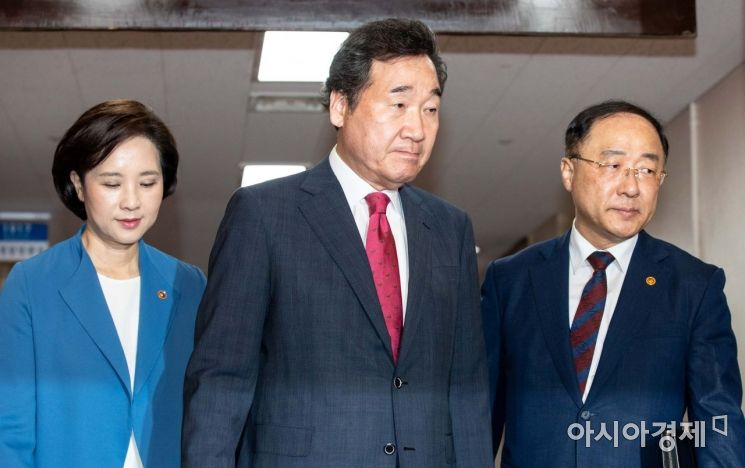 [포토]회의실 들어서는 이낙연 총리-홍남기 부총리-유은혜 부총리