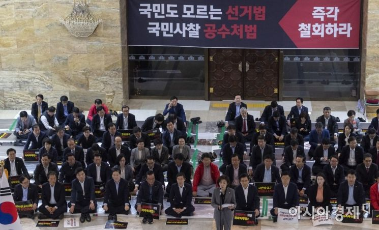 [포토] 국회 점령한 자유한국당