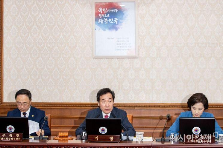 [포토]국무회의 주재하는 이낙연 총리