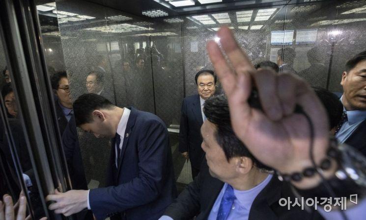 [포토] 의장실 점거한 자유한국당, 피하는 문희상 의장