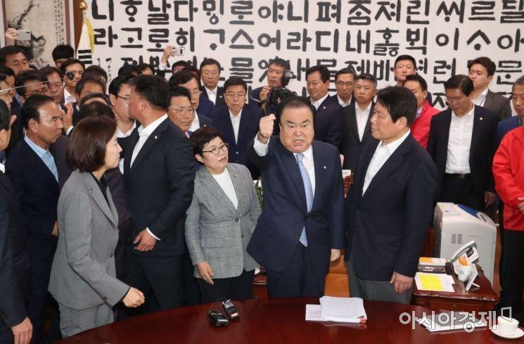[포토] 자유한국당 의원들과 설전 벌이는 문희상 의장
