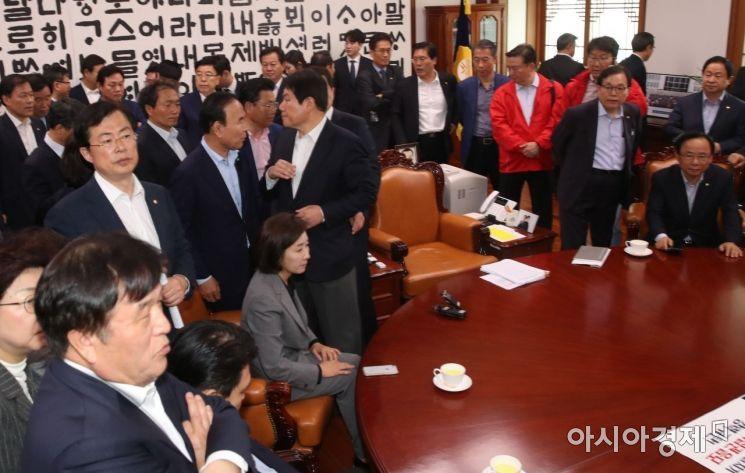 [포토] 국회의장실 점거한 자유한국당