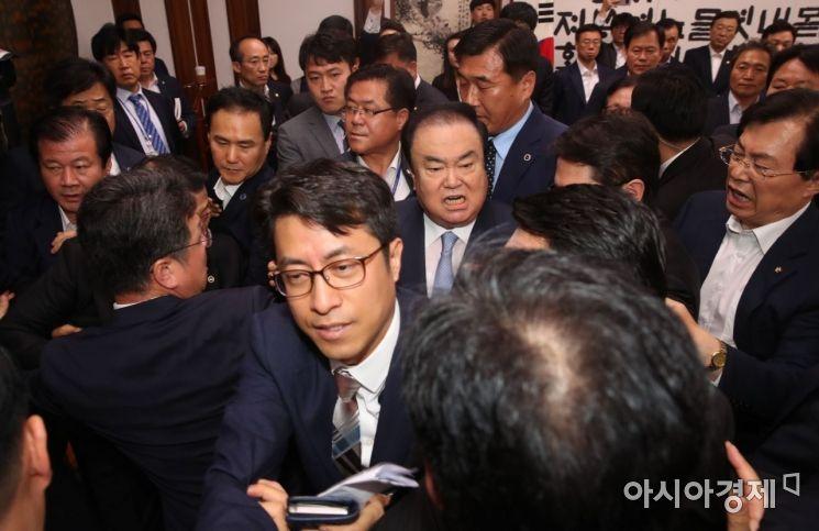 [포토] 자유한국당 피하는 문희상 의장