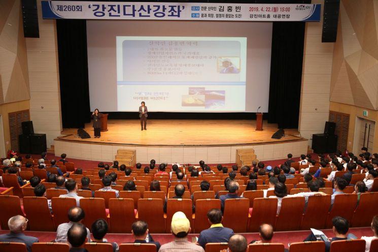 산악인 김홍빈, 강진군민에게 희망 메시지 전달