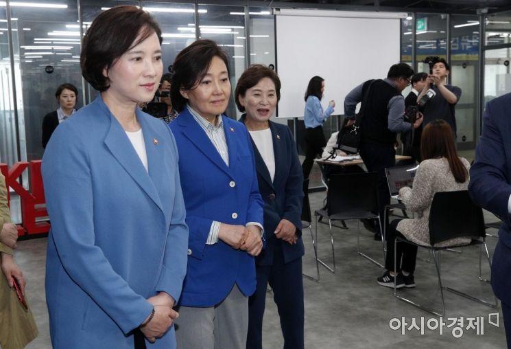 [포토] 용산 상상가 찾은 유은혜-박영선-김현미