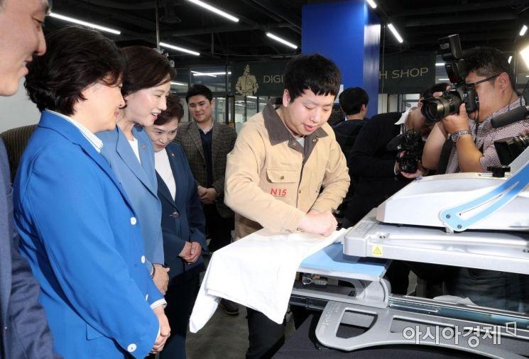 [포토] 용산전자 상상가 입주기업 둘러보는 장관들