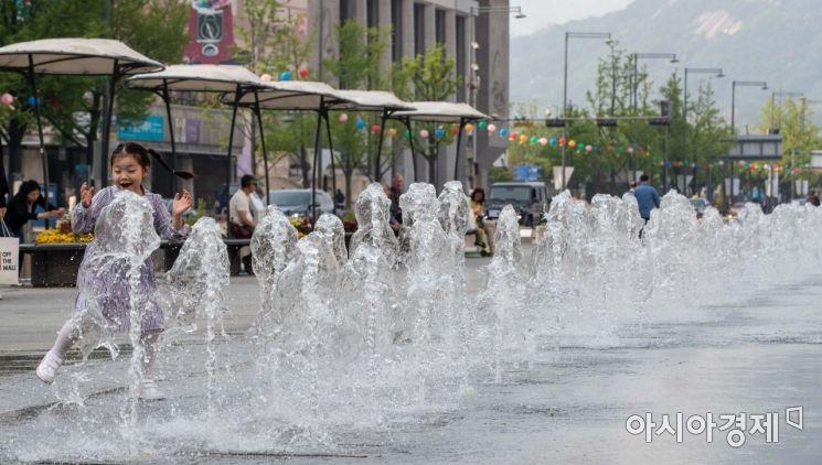 [포토]광화문 광장 시원한 물줄기