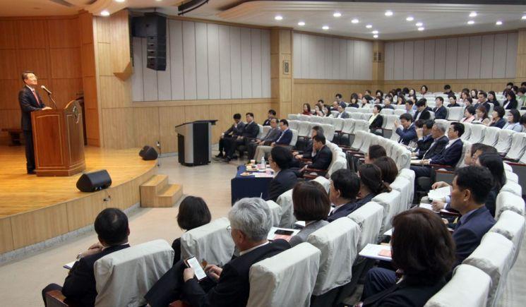 박상철 호남대 총장이 전체 교원들이 참석한 가운데 열린 입시설명회에서 인사말을 하고 있다. 사진제공 호남대