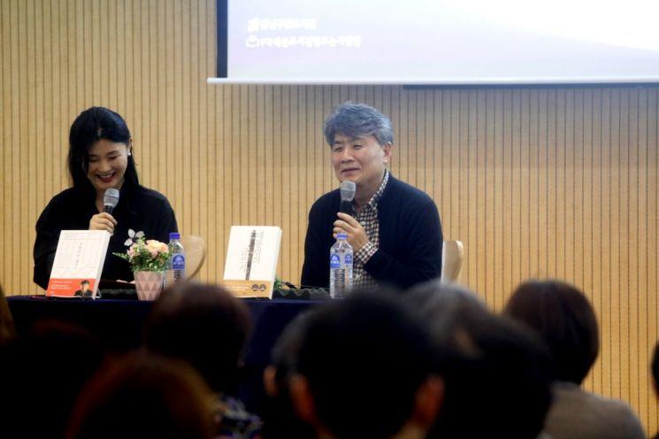 [포토]강원국 작가  '세상을 바꾸는 글쓰기의 힘' 북콘서트 개최