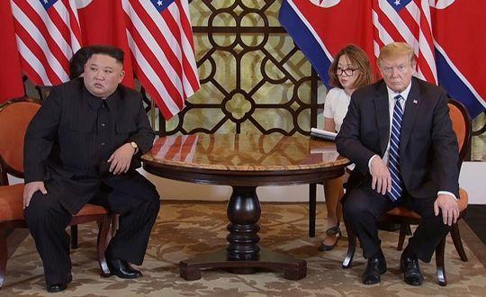 베트남 하노이에서 열린 제2차 북미정상회담 도중 심각한 표정을 짓고 있는 김정은 북한 국무위원장과 도널드 트럼프 미국 대통령(사진=연합뉴스).