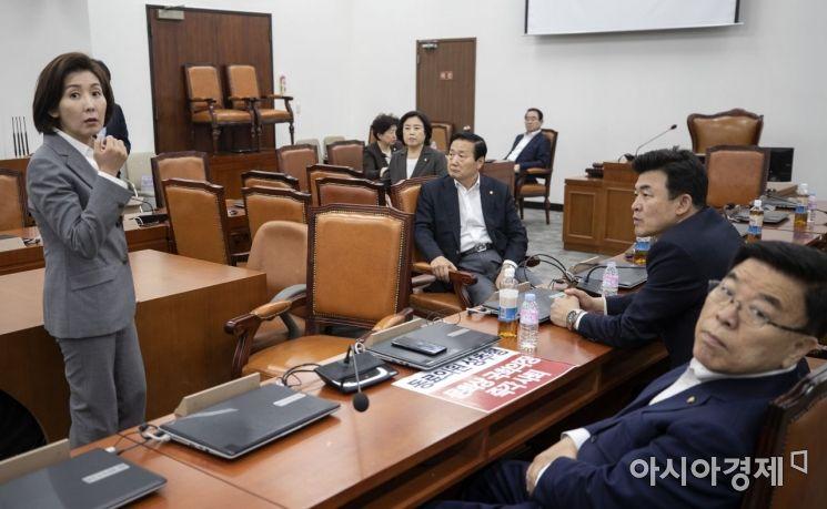 [포토] 육탄점거 당부하는 나경원 원내대표