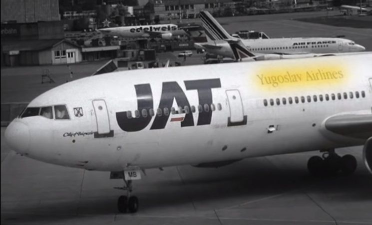 10㎞ 상공에서 떨어져 살아남은 베스나 블로비치가 탑승했던 항공기와 동일 기종인 항공기. [사진=유튜브 화면캡처]