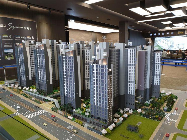 [르포]최소 10억 현금부자만 살 수 있는 아파트…방배그랑자이 '썰렁'