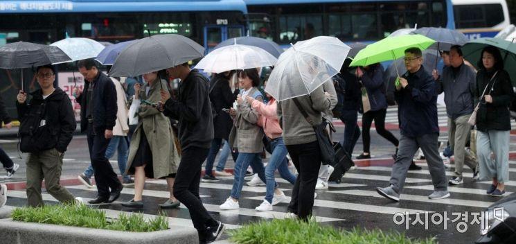 [포토] 비 내리는 광화문 거리
