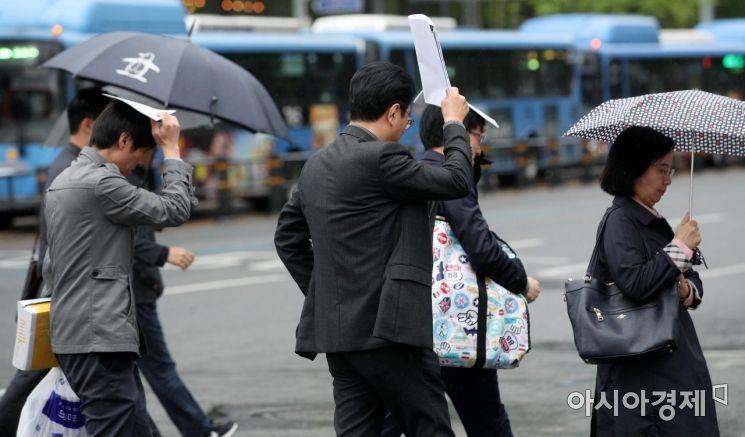 [포토] '우산이 없어요'