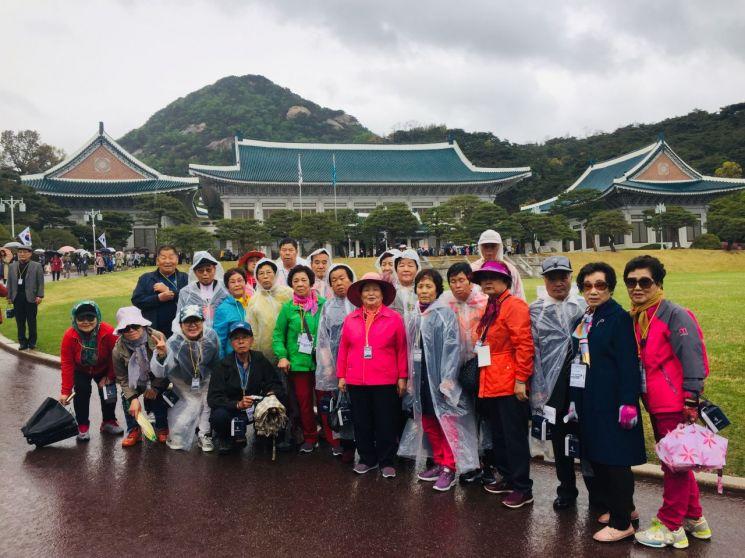광주 서구, 어르신들의 청와대 방문