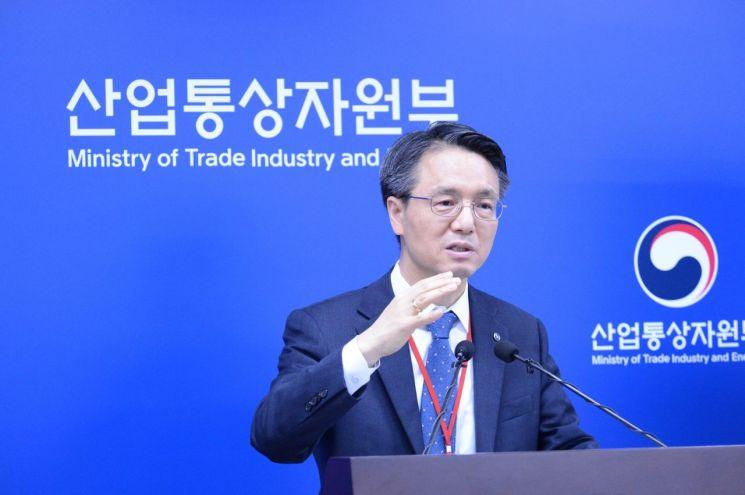 김영두 가스공사 사장 직무대리가  '수소사업 추진 로드맵'을 발표하고 있다.