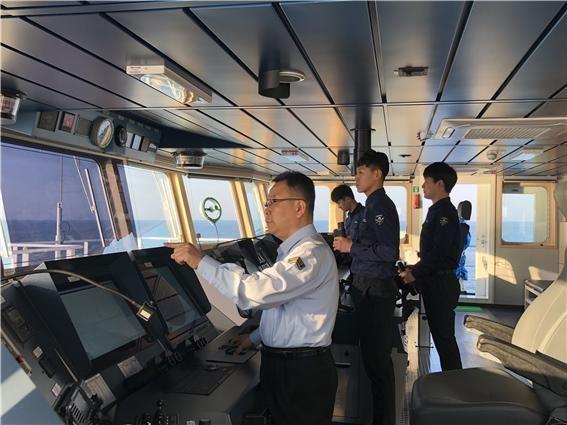 녹조근정훈장을 수상하는 추경조 해수부 서해어업관리단 사무관(왼쪽 첫번째).