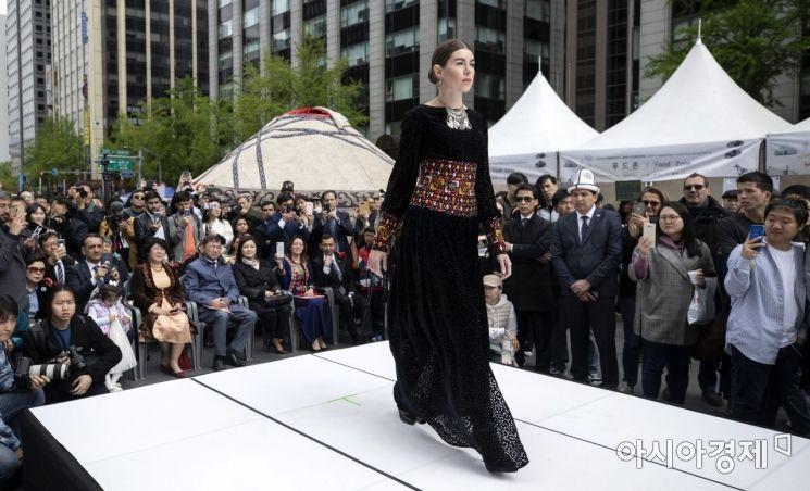 [포토] 중앙아시아의 화려한 패션쇼