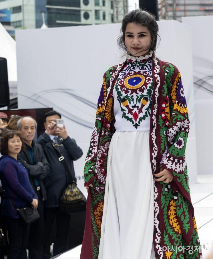 [포토] 화려한 중앙아시아 전통의상