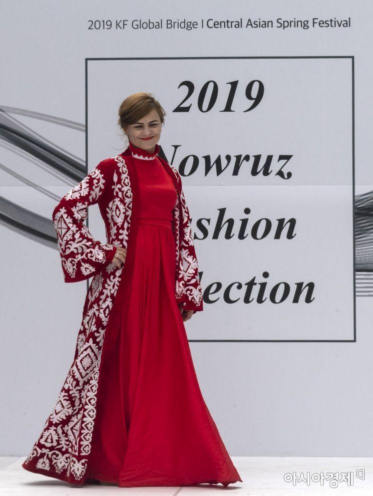 [포토] 화려한 중앙아시아 전통의상 패션쇼