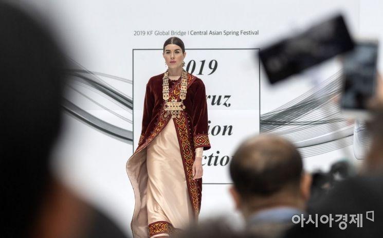[포토] '중앙아시아 전통의상 패션쇼'