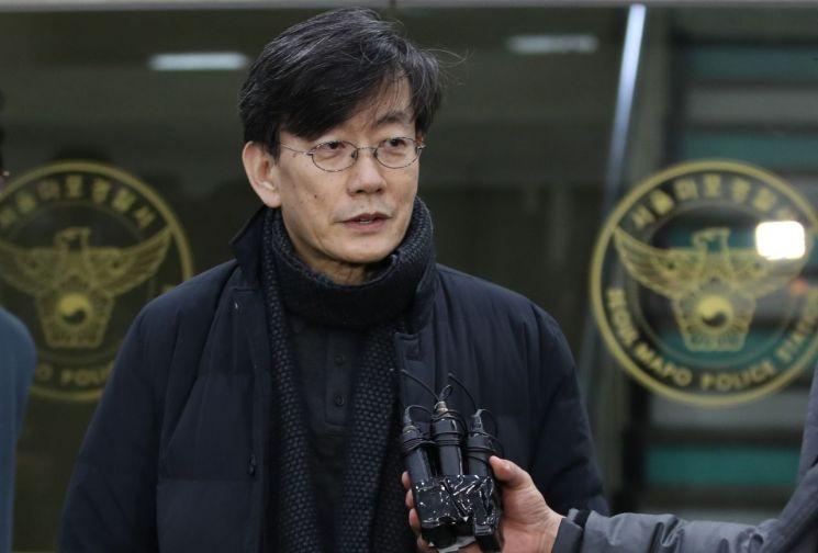 폭행·협박 등 의혹을 받는 손석희 JTBC 대표이사가 지난2월17일 오전 서울 마포경찰서에서 조사를 마친 뒤 귀가하며 취재진의 질문에 답하고 있다. [이미지출처=연합뉴스]