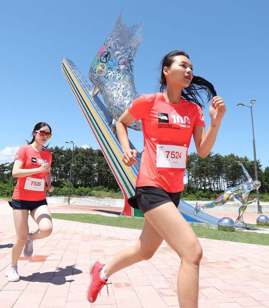 2018년 열린 '노스페이스 100 코리아' 10km 부문 참가자가 달리고 있는 모습. 사진=노스페이스