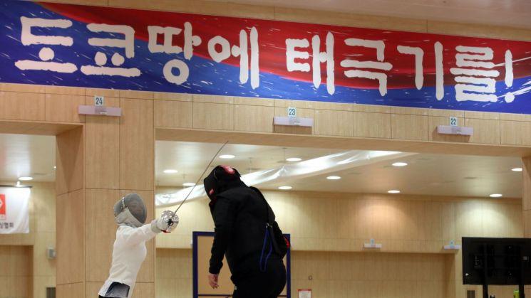 도쿄 하계올림픽을 앞두고 훈련 중인 펜싱 대표팀[이미지출처=연합뉴스]