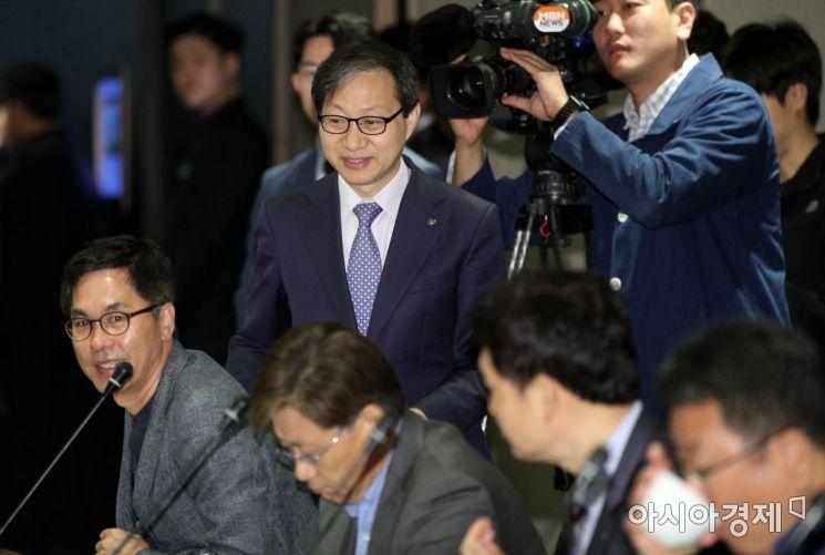 [포토] 국민연금기금운용위 참석하는 김성주 이사장