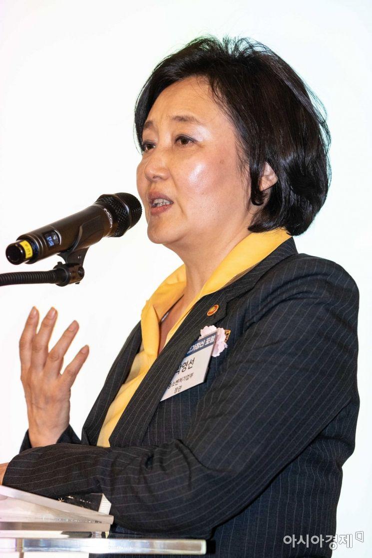 [포토]축사하는 박영선 중소벤처기업부 장관