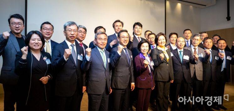 [포토]한국청년기업가정신포럼 참석한 박영선 장관