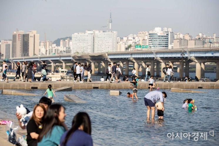 [포토]휴일 맞아 한강 찾은 시민들