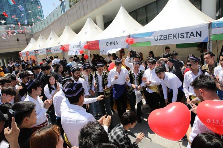 가천대 '외국인유학생 축제'에 3천명 몰려
