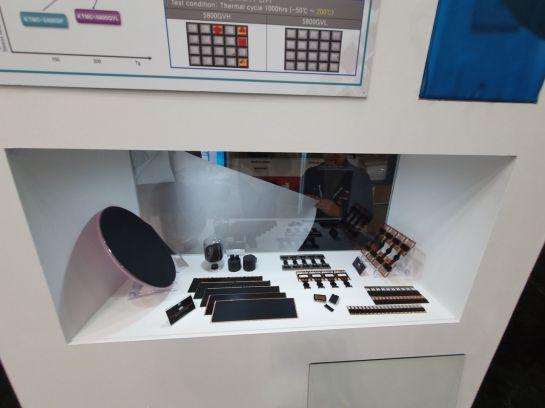 독일 뉘른베르그에서 열린 반도체 소재 전시회에 KCC가 선보인 유ㆍ무기 소재 제품들.